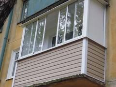 osteklenie-balkona-alyuminiem
